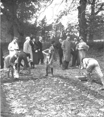 "Horsted Keynes: Her Majesty watching evacuees ""Digging for Victory"" behind the village hall."
